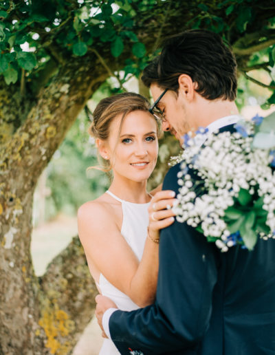 bride looking over grooms shoulder