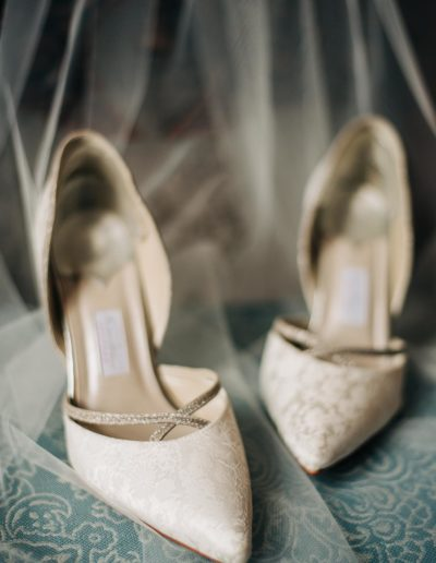 bridal shoes with veil