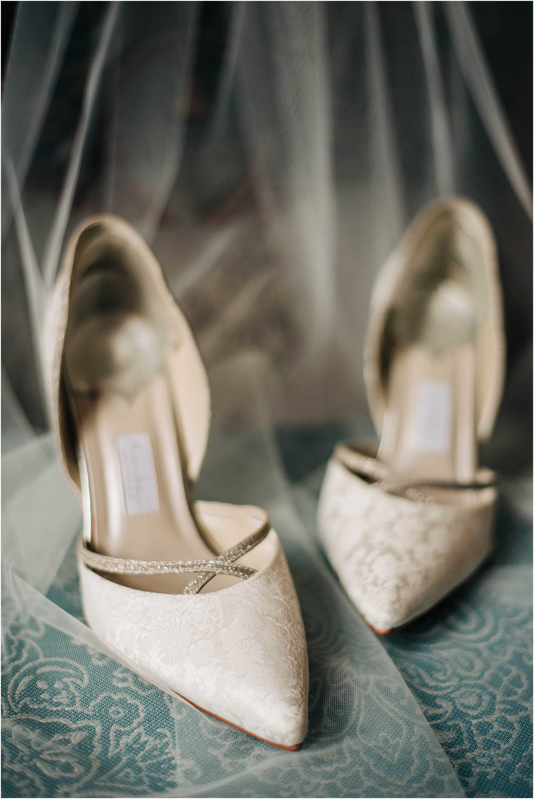 white pointed wedding shoes with veil
